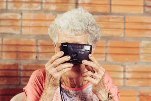 Old woman_camera_photography