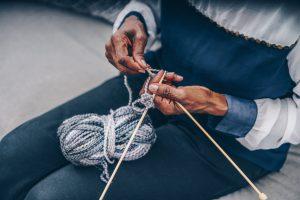 senior-knitting